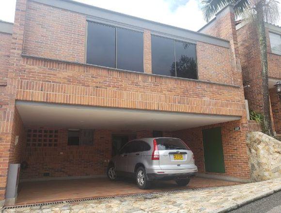 Hermosa casa en el Poblado 3d, 3b, 3p