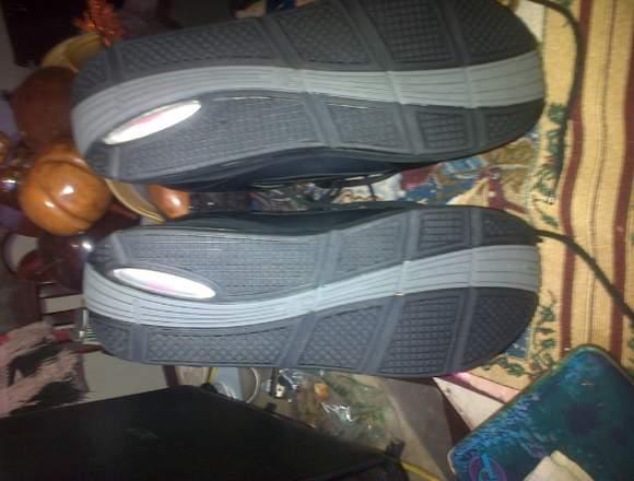 vendo zapatos Everlast color negro nuevos talla 42
