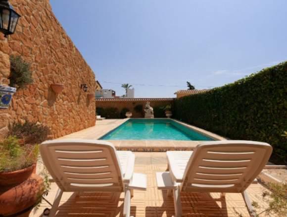 Chalet independiente con piscina privada