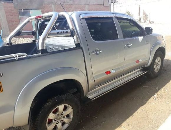 TOYOTA HILUX 2015 FULL EQUIPO