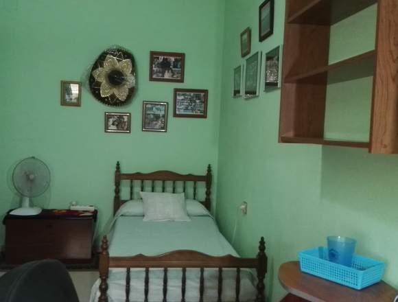 Alquilo dos habitaciones sencillas a estudiantes.