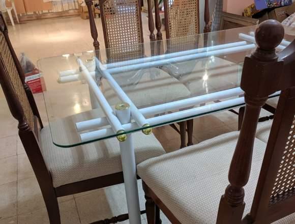 Juego de comedor con mesa de vidrio templado;