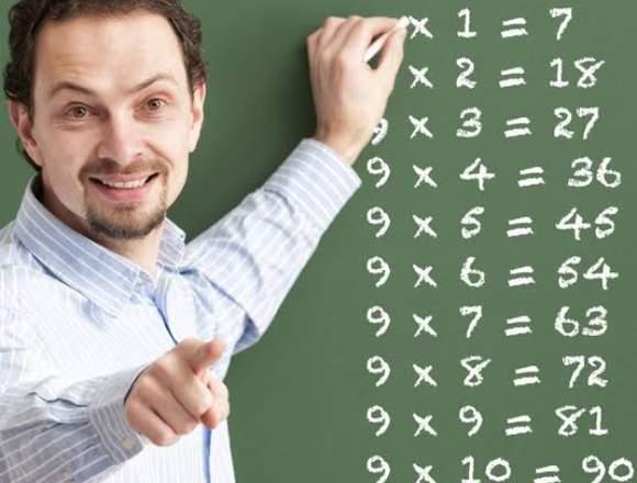 Profesor de comunicación y matemática básica