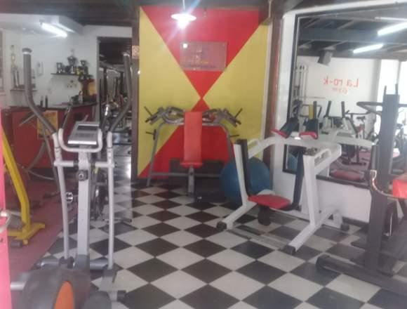 Vendo gimnasio totalmente equipado