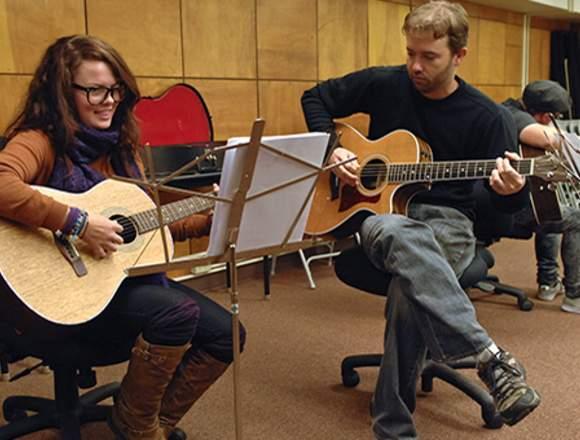 Clases de Guitarra en Surco Lima Peru toda edad