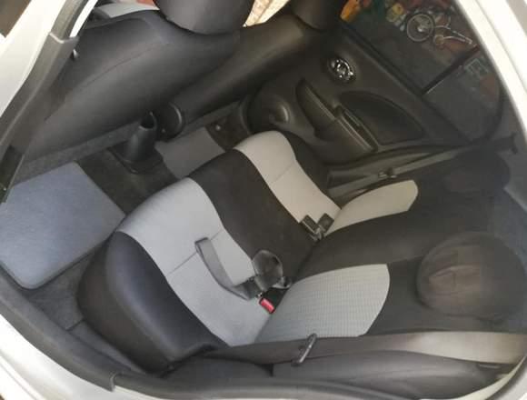 Nissan March 2013 en buen estado y funcionamiento