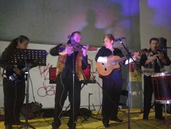 GRUPO DE MUSICA LATINOAMERICANA Y ANDINA