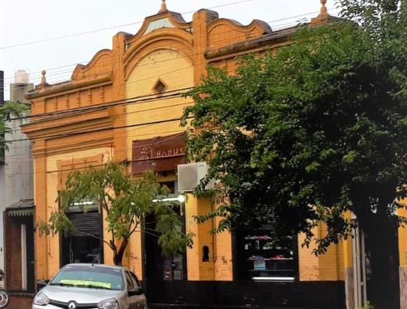 Dueña vende vistoso local en la mejor zona.
