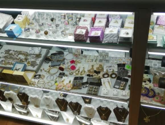 Vendo joyeria y bisuteria  en centro comercial