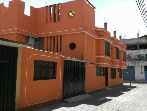 Linda casa esquinera, Cdla. IESS-FUT, Sur de Quito