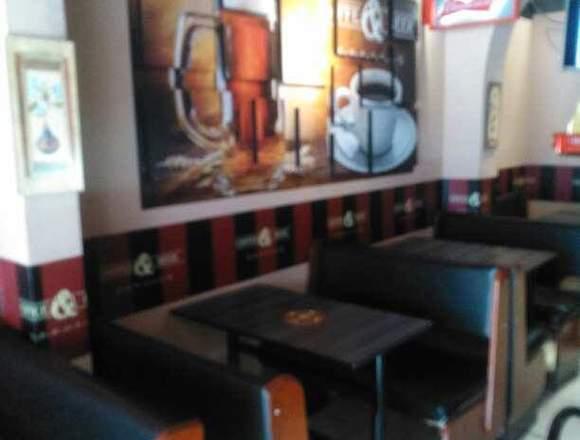 Bonito Café Bar. Bien ubicado