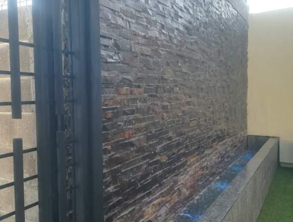 Muro llorón, cascada artificial, pintura.
