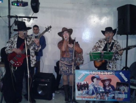 GRUPO MUSICAL CROSSOVER TROPICAL CARRANGA