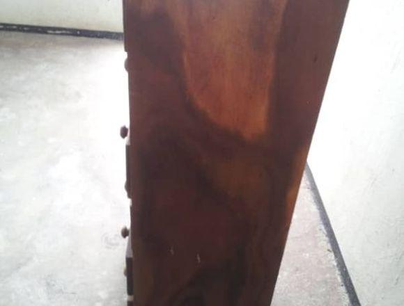 Gavetero de madera usado