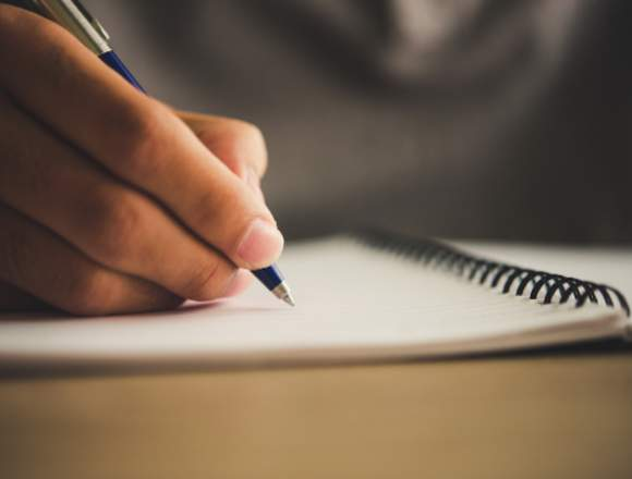 Empresa de creación de contenidos busca redactores