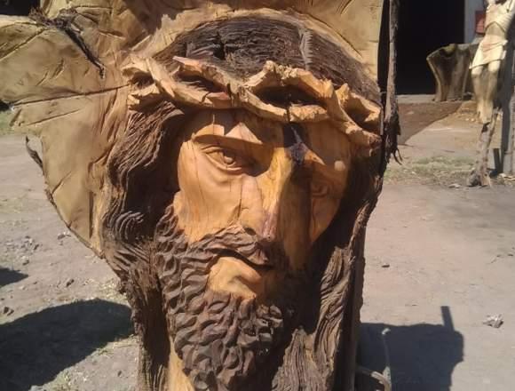 Figuras artesanales de madera