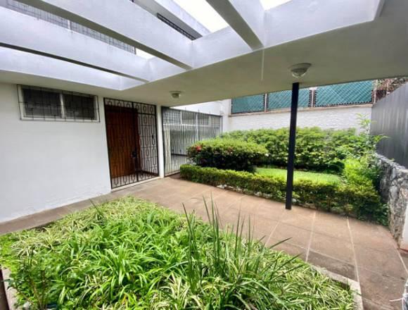 Zona 15 Casa en Vista Hermosa 1 fuera de Garita