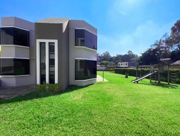 San Cristóbal zona 8 Mixco Casa Amplio Jardin
