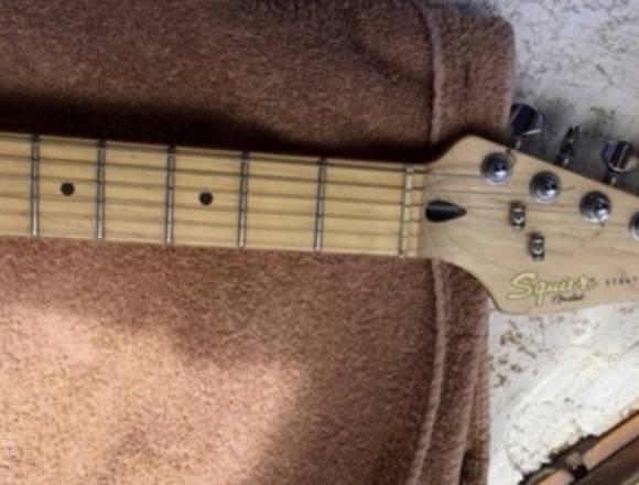 Guitarra Squier Stratocaster Deluxe Daphne