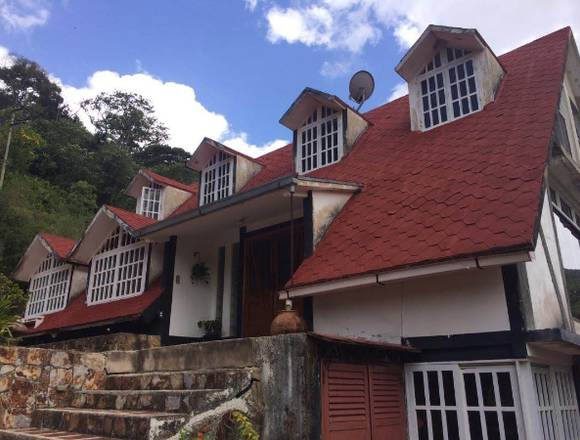 Hermosa 🏠 en Colonia Tovar Maracay Aragua
