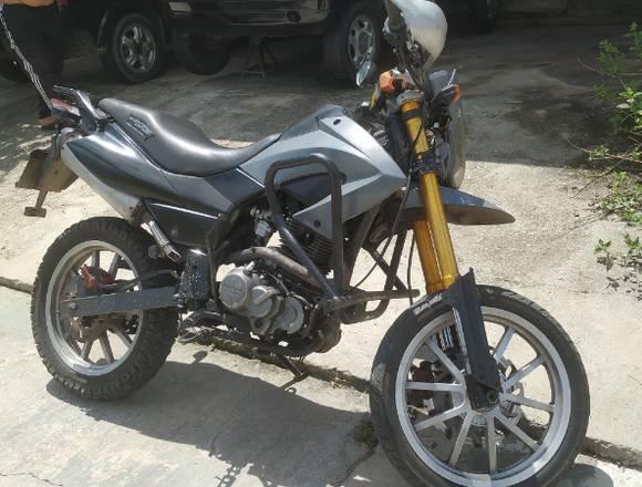Vendo moto Tx 2013 perfectas condiciones