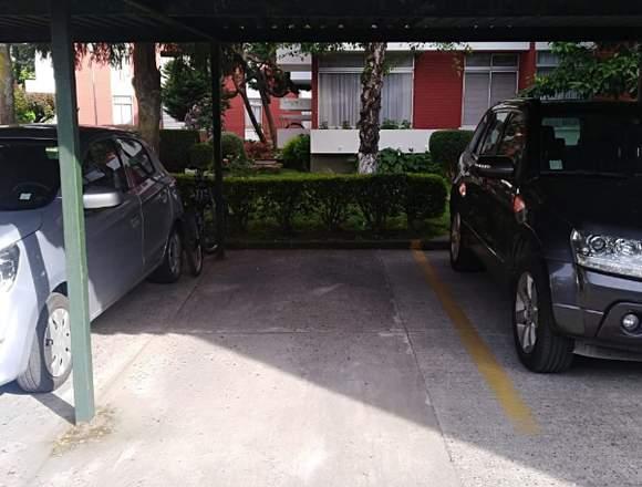 Se arrienda estacionamiento J.Bosco