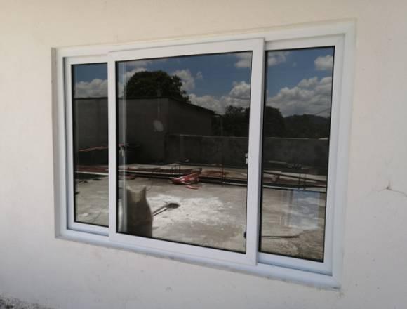 Puertas y ventanas con mosquiteros