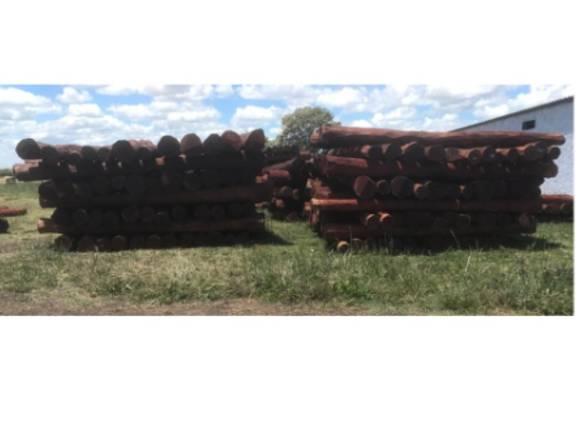 palos y postes de quebracho de 220 y de 250