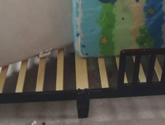 camita para niño/a de madera