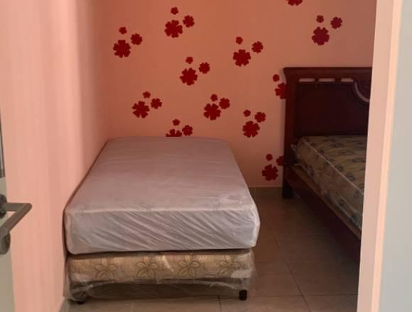 habitación compartida para dama en condado del rey