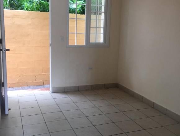 se alquila apartamentos en el area de la caleta