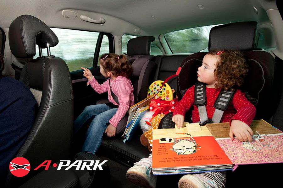 Consejos para viajar en coche con niños en verano