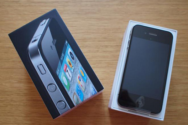 Perbandingan Bagus Mana HP Asus Zenfone 5 VS Apple iPhone 4 3