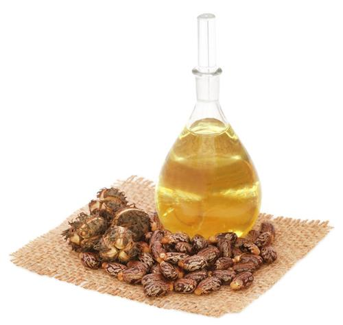 Castor oil for thick & glossy hair