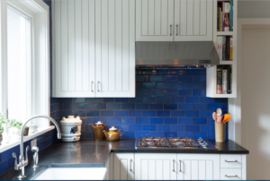 Royal blue is a stark contrast to white in this kitchen