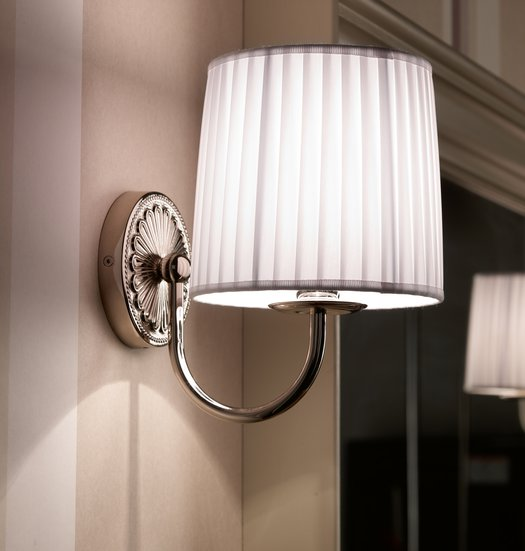 Giotto wall lamp with white fabric shade
