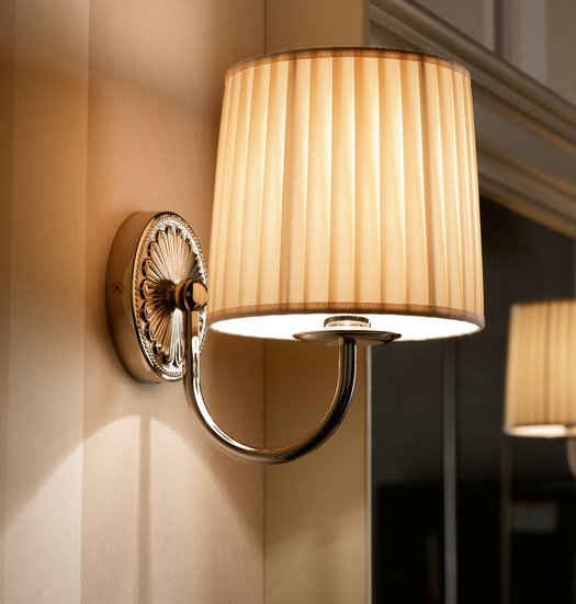 Giotto wall lamp with beige fabric shade