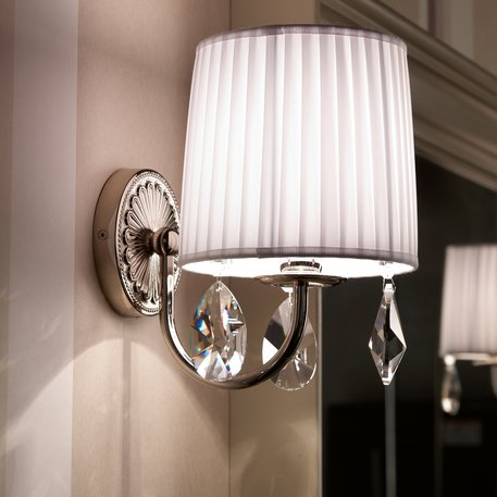 Giotto wall lamp with white fabric shade and cristal charms