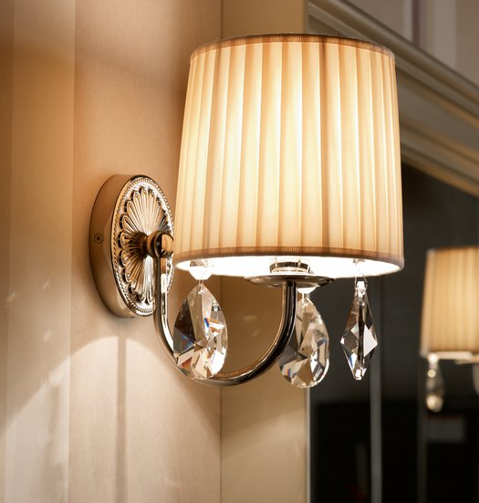 Giotto wall lamp with beige fabric shade and cristal charms