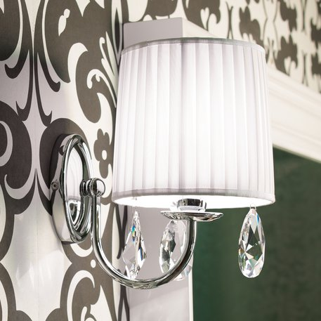 Raffaello wall lamp with white fabric shade and cristal charms