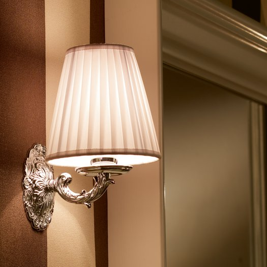 Sharm wall lamp with white fabric shade