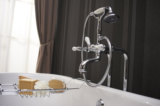 Freestanding bath & shower mixer in country style