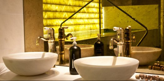 High faucet with freestanding washbasins