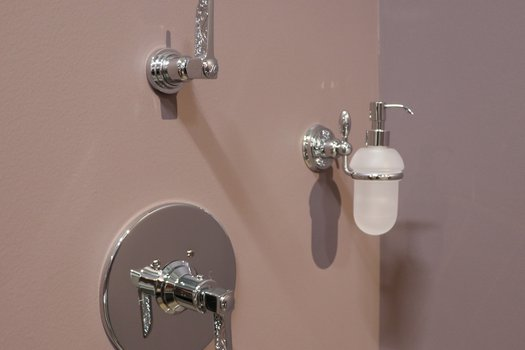 Liberty soap dispenser with a shower set-up