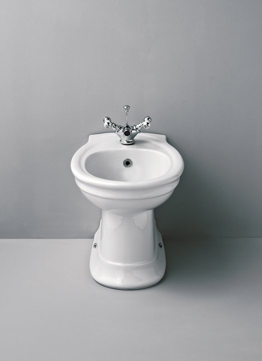 Cottage bidet with rounded shape