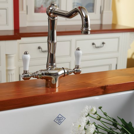 Taps and sinks for the country style bathroom