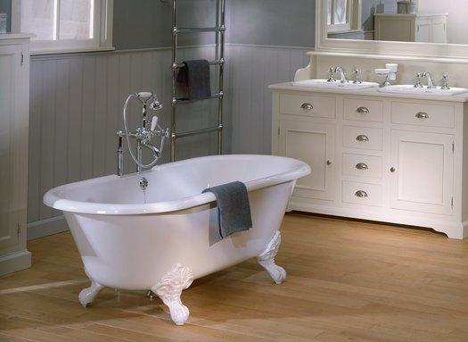 Romance Bath for the vintage bathroom