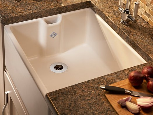 Compact handy kitchen sink in porcelain