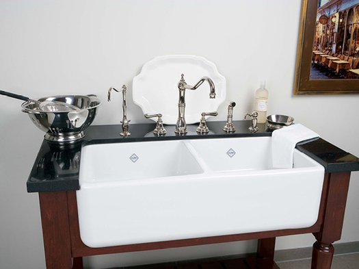 Retro kitchen sink in a vintage look bathroom