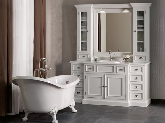 Cambridge furniture for the cosy cottage bathroom